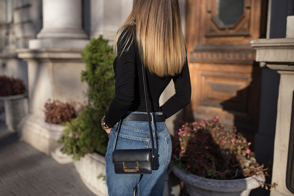 high-waisted-mom-jeans-street-style-outfit