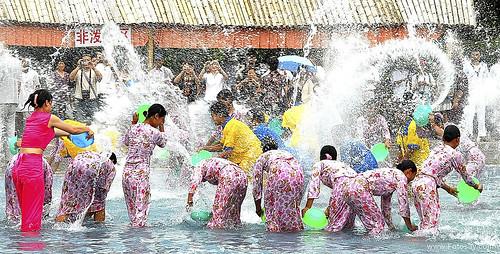 Immagini festa dei colori 2014 - Birmania e Brasile