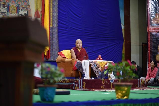 法王噶瑪巴指導西藏兒童村中高年級學生