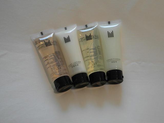 打了飯店LOGO的沐浴用品,有潤髮乳我覺得滿貼心的@台中日月千禧酒店