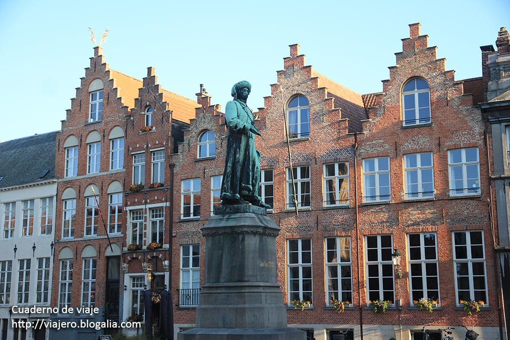 Estatua de Van Eyck. © Paco Bellido, 2015