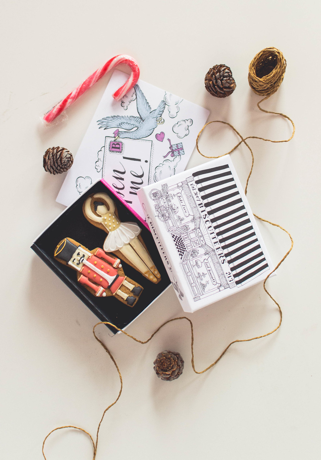 Between my November favourite: a new discovery, Biscuiteers and their Christmas biscuits