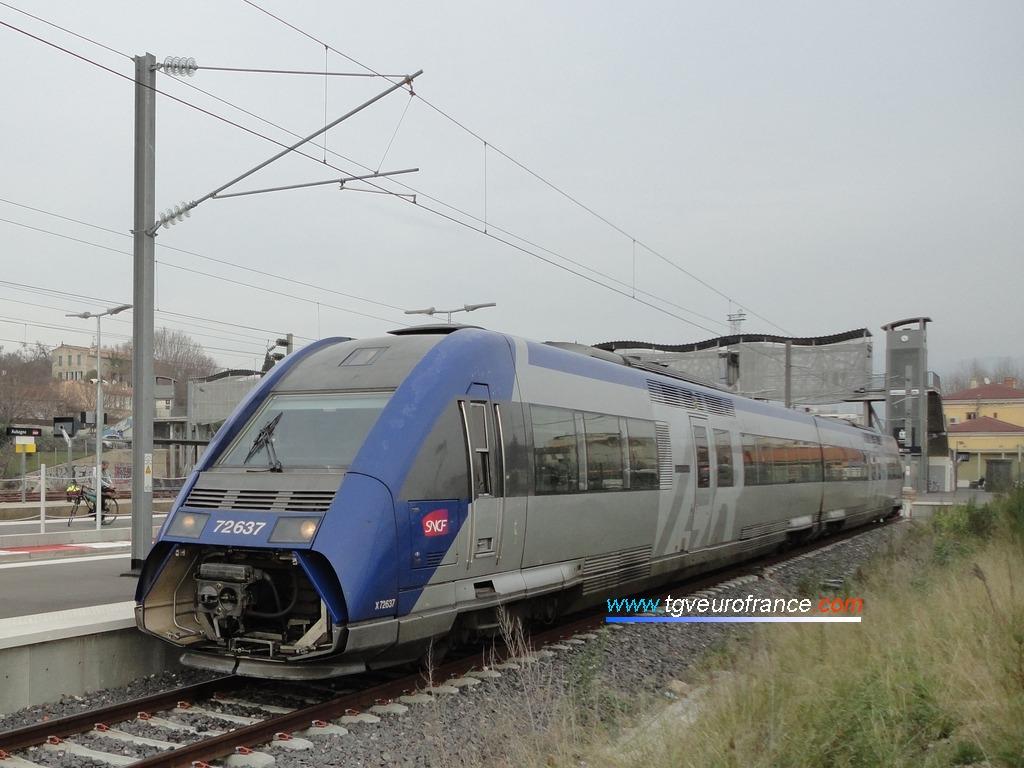 La rame X72637-X72638 SNCF à Aubagne le 29 janvier 2016
