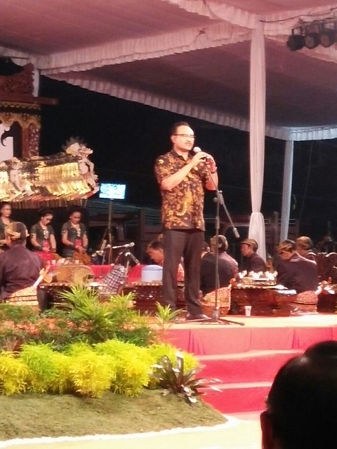 Wakil Gubernur Saifullah Yusuf memberikan sambutan dalam Festival Wayang Nusantara (13/10)