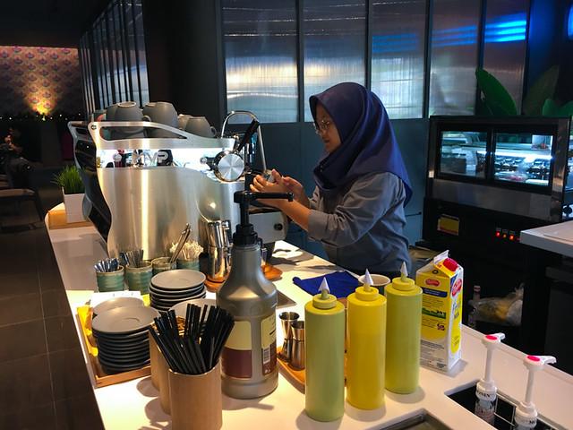 barista-oscar-coffee-and-food-kajang
