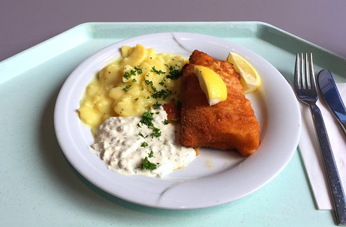 Baked coalfish filet with remoulade & potato salad / Gebackenes Seelachsfilet mit Remoulade & Kartoffelsalat