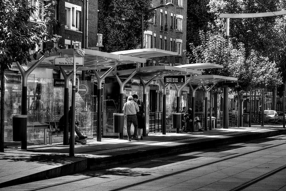 Station de tram 31408369086_61ab7d94d9_b