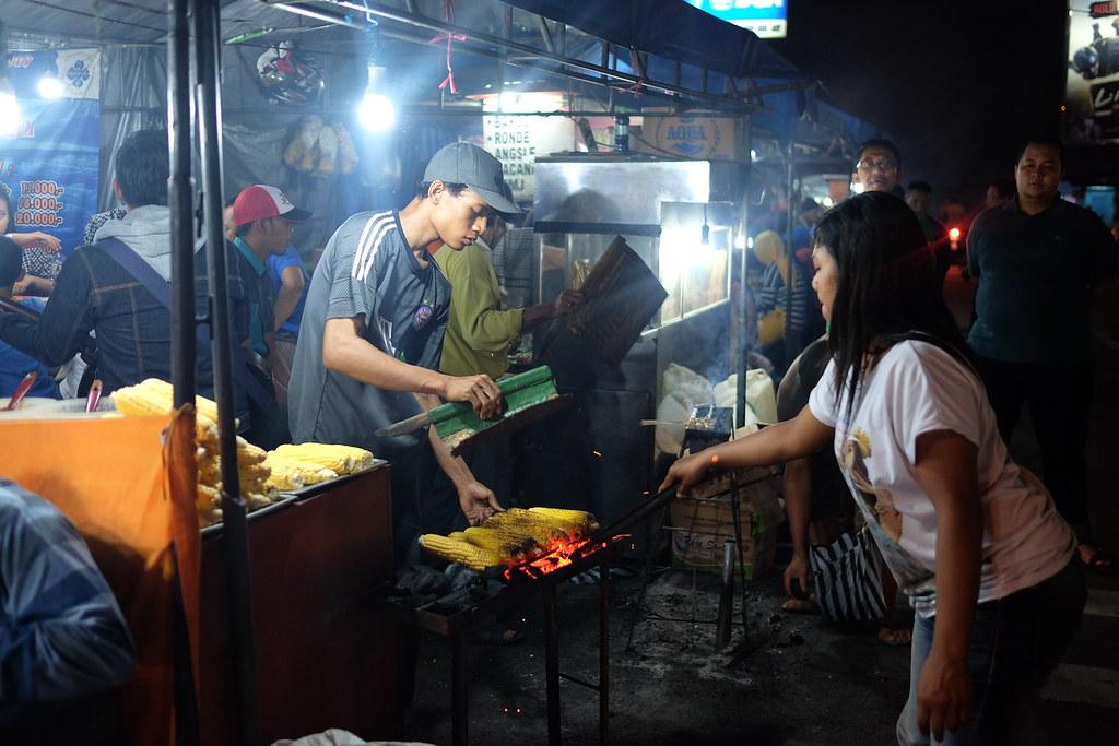 Roasted corn sellers #tretes #jagujgbakar #pandaan