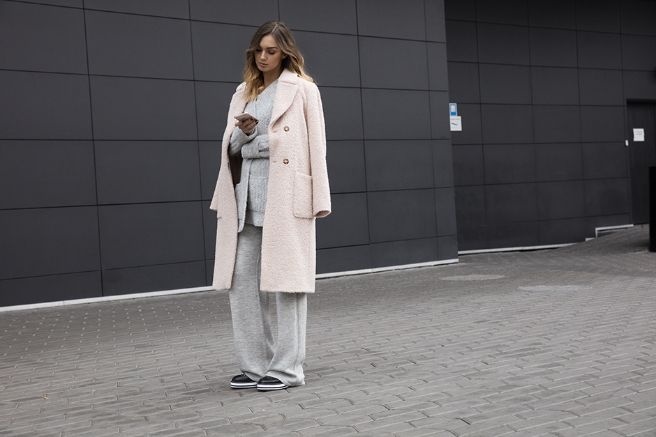 pastel-coat-sweat-pants-outfit-street-style