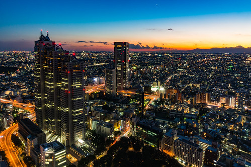Tokyo Shinjuku that is being dyed in darkness