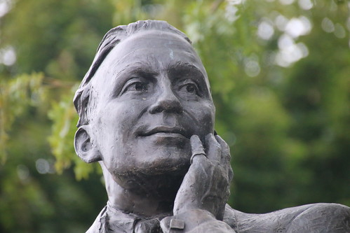 Jack Benny Statue (Waukegan, Illinois)  - October 15, 2016
