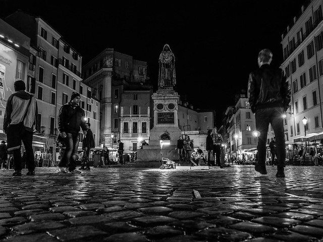 Campo de' fiori by night (City Walk)