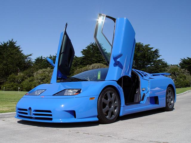 Суперкар Bugatti EB110