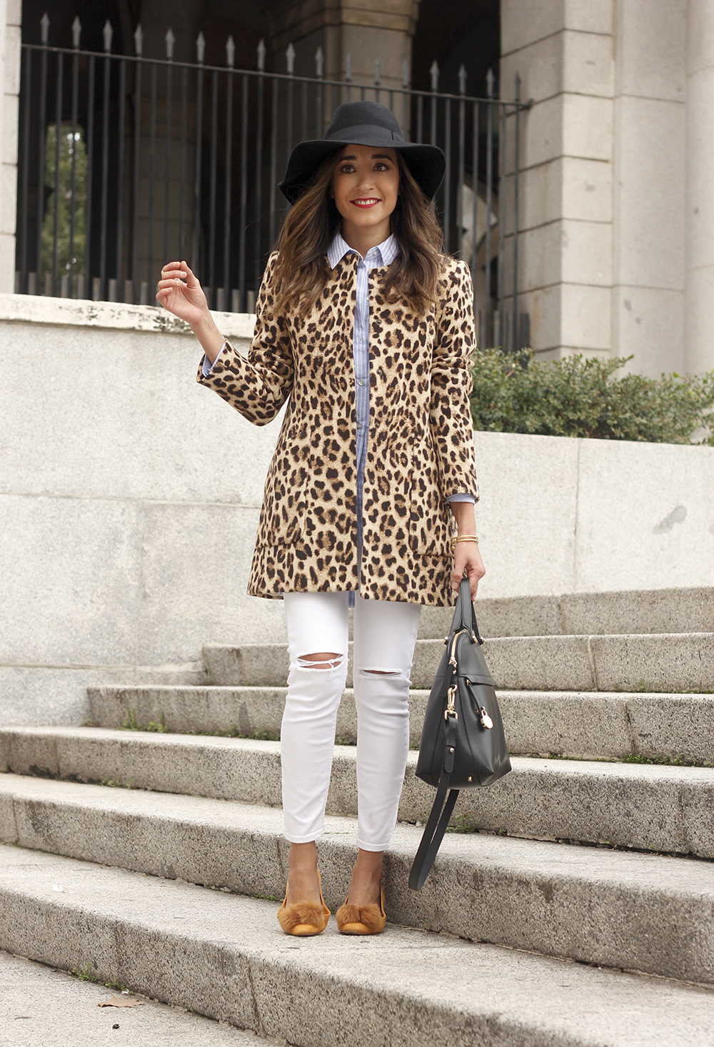 Leopard print coat white ripped jeans flats accesories black hat furla bag aristocrazy ring outfit style14