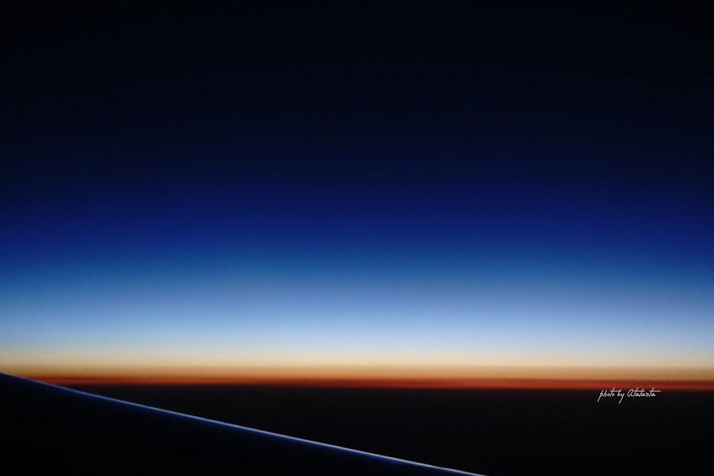 飛機上看日出