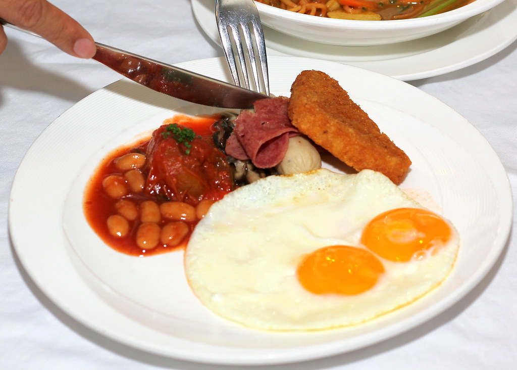 cameron-highlands-resort-dining-room-breakfast-eggs