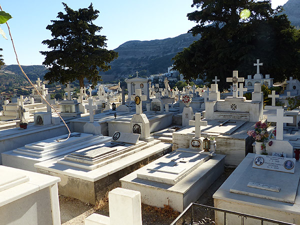 le cimetière d'apiranthos