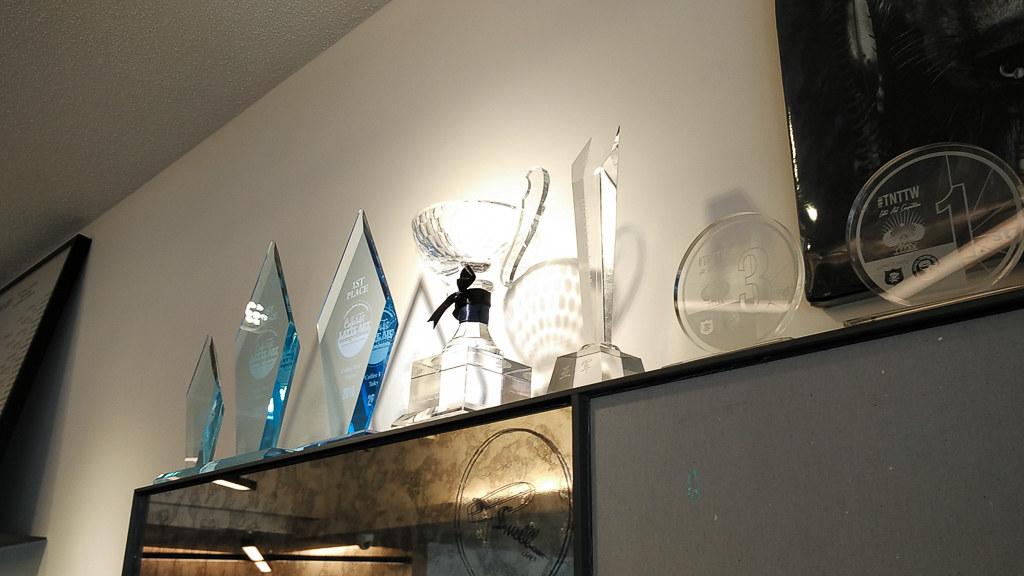 一整排的冠軍獎牌--牛奶滑翔機 Milkglider Latteartist Unity
