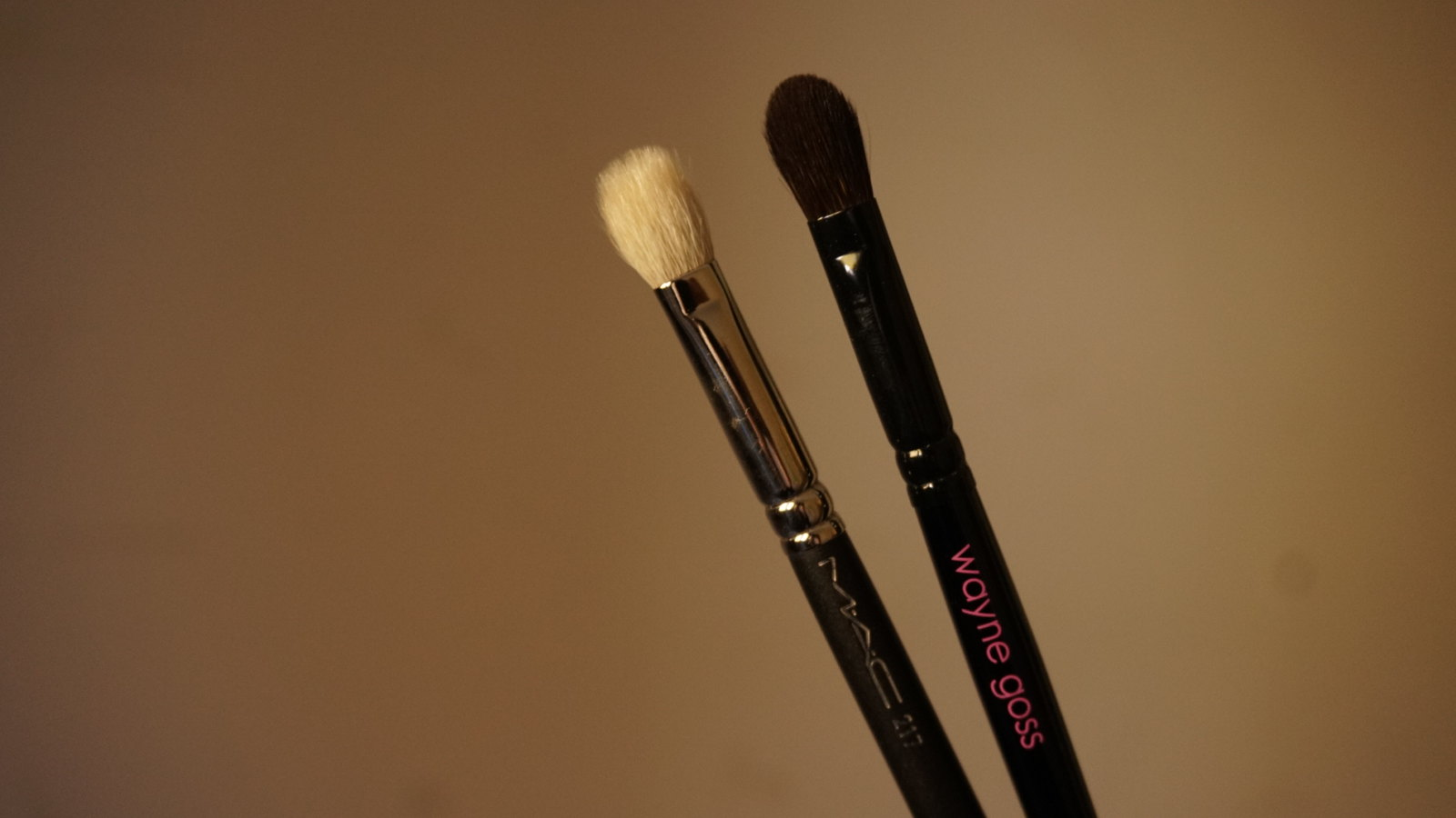 mac 217 brush vs wayne goss brush 06 review girlandvanity.com