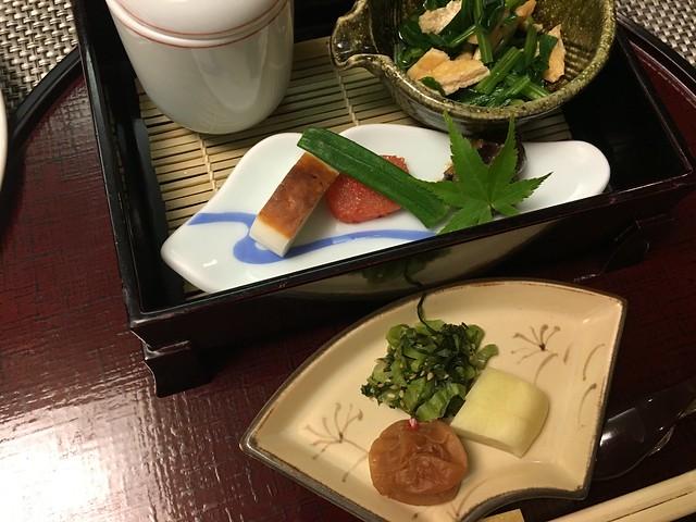 醃菜、烤竹輪與明太子、小松菜拌豆皮
