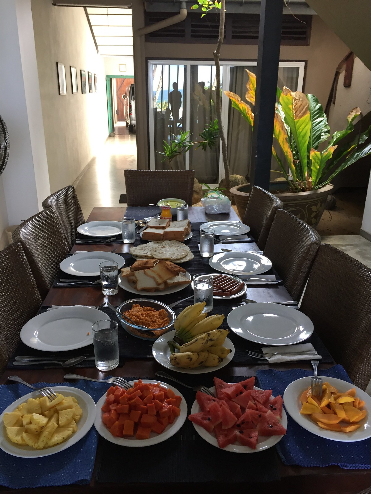 breakfast at Hikks villa