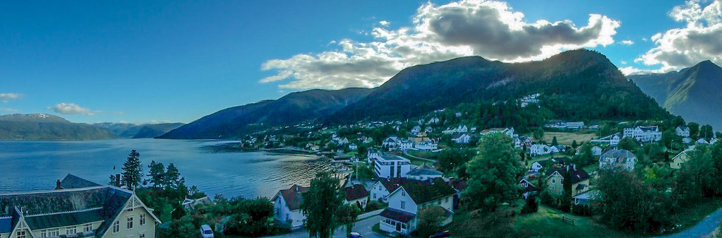 P8270028 Pano Noruega vista desde Hotel Kviknes Balestrand en fiordo Sognefjord LR