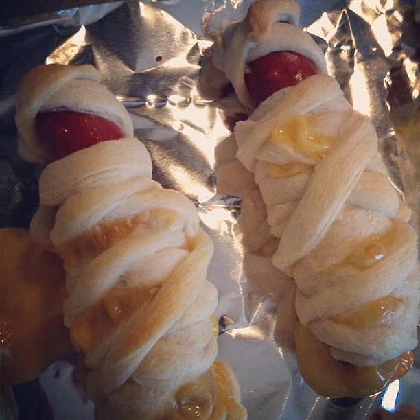 Halloween dinner: Mummy hot dogs!