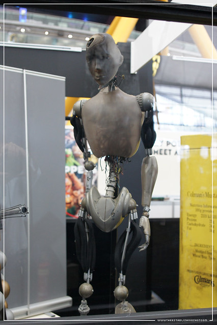 Empire BIG SCREEN : London Film Museum exhibition - Battle damaged NS-5 Android from Alex Proyas' I, Robot