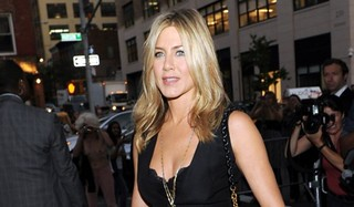 Jennifer Aniston's Cleavage Overshadowed By Topless Photojournalist Holly Van Voast | by methodshop.com