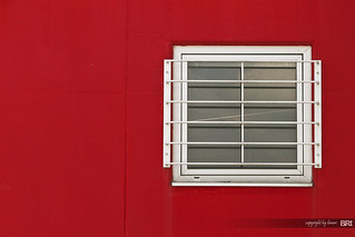 red_wall_with_white_window | by alamond