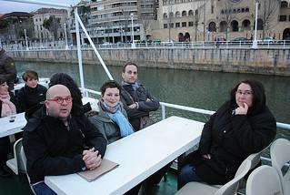 Sam, Sabrina, Johnatan y Héléne en el barco de paseo por el Nervión