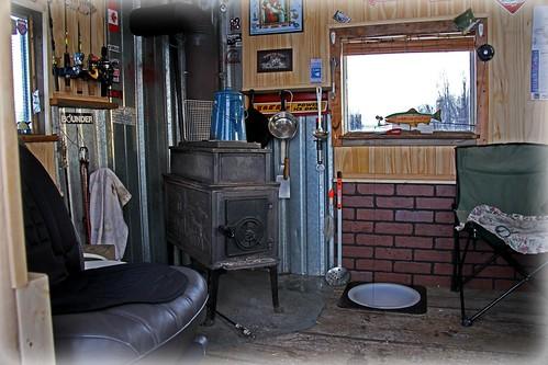 inside an ice fishing hut int rieur d 39 une cabane de p ch. Black Bedroom Furniture Sets. Home Design Ideas