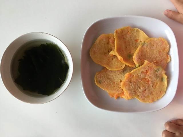 紅蘿蔔煎餅配海帶湯