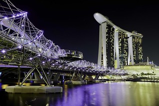 Helix Bridge to Marina Bay Sands | by Asiapixie