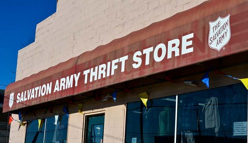 Hit Thrift Shops and Secondhand Shops in Upscale Neighborhoods (86/365) | by trenttsd