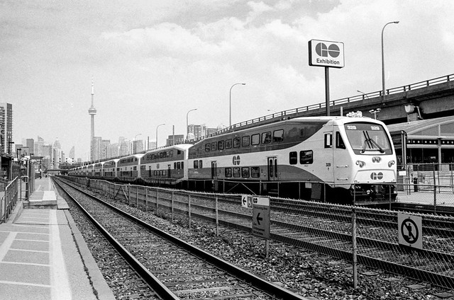 Eastbound GO Train Stuck at Exhibition Station