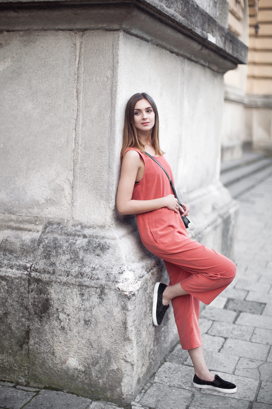 jumpsuit-slipons-outfit-street-style