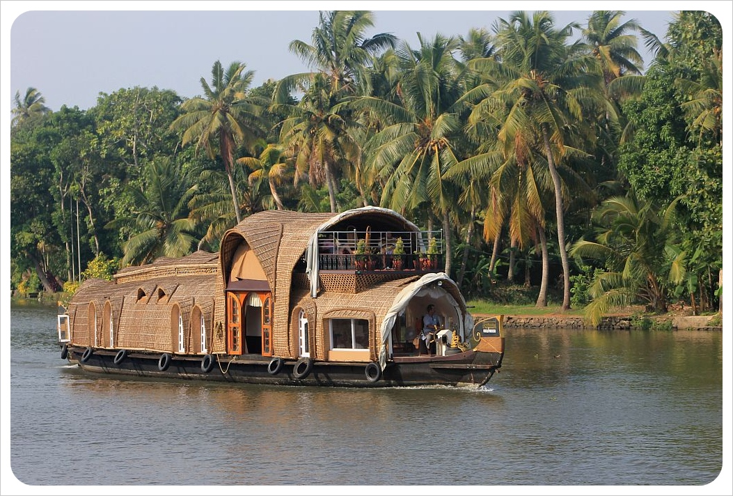 backwater houseboat kerala