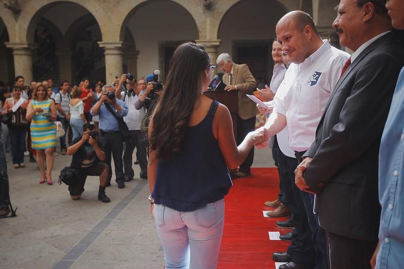 """23 Mayo 2016 . El Presidente Municipal Enrique Alfaro participa en la tercera entrega de los apoyos del programa """"Becas Prepárate"""""""