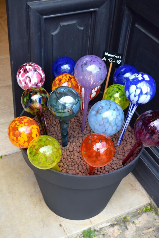 Blown Glass in Terrasson, Aquitane | www.rachelphipps.com @rachelphipps