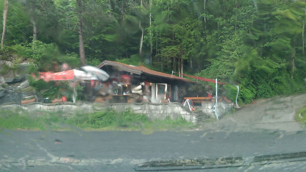 Zurück am Lechfall: Es regnet kräftig