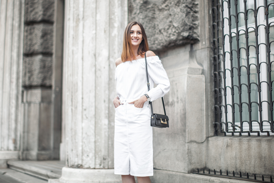 total-white-look-white-denim-skirt-outfit-street-style
