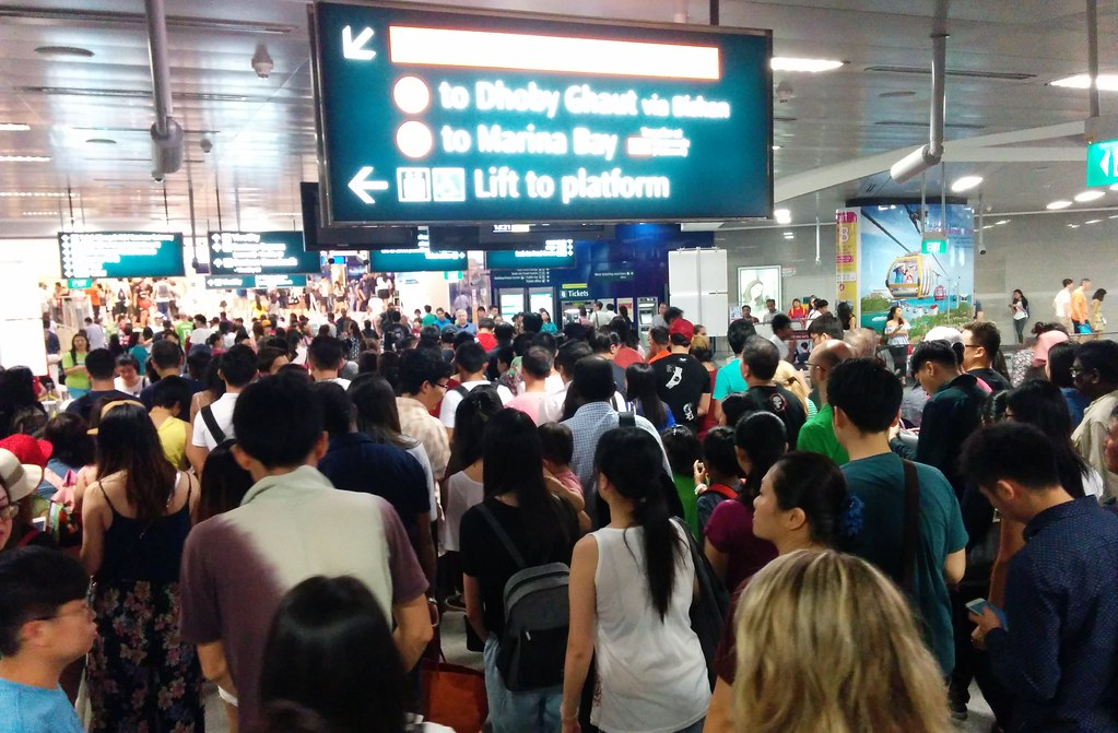 Singapore MRT: Queue for fare gates at VivoCity/Harbourfront station