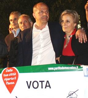 Tina Lofano con Vitto, alla festa sul palco dopo la vittoria del 2012 mario mazzone perricone
