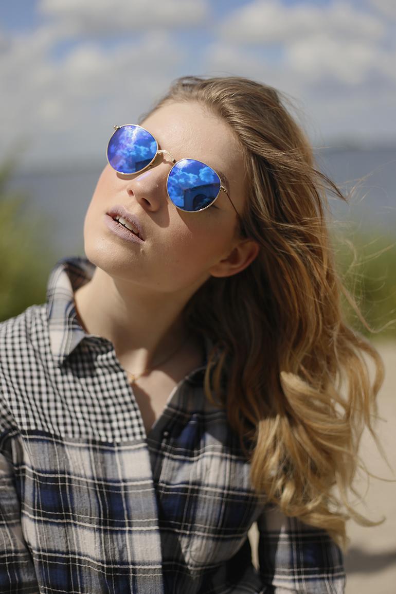 ray-ban round folding, ray-ban retro, ray-ban round mirror blue, zonnebril, fashionblogger, blijburg, amsterdam, forteiland pampus, dagje amsterdam, ruitjes, jumpsuit, wolken, strandtent, juli, zomeroutfit, retro zonnebril