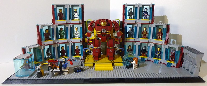 Moc iron man hall of armors lego licensed for Maison d iron man