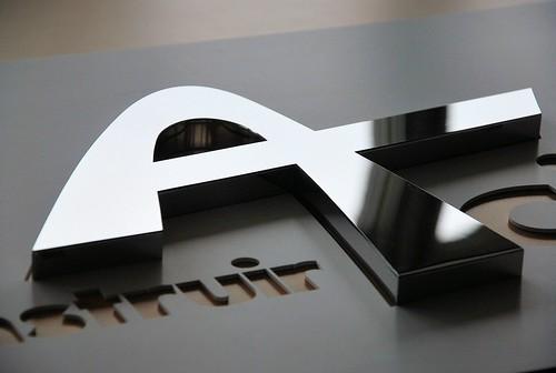 Logo inox poli miroir construire acier 92800 puteaux flickr for Polissage inox miroir