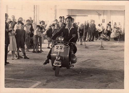 1969.Dos Hermanas llora a Antonio Fernández Mejías, director de la banda, fallecido en accidente de moto