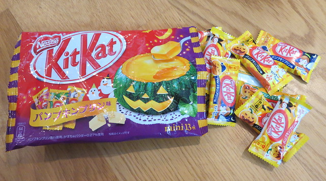 パンプキンプリン (Pumpkin Pudding) Kit Kats for Halloween (Japan)