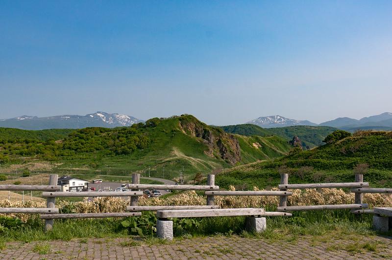 神威岬、「女人禁制の門」手前から余別岳・積丹岳方面を望む